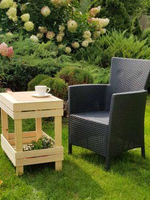 stolik drewniany plener